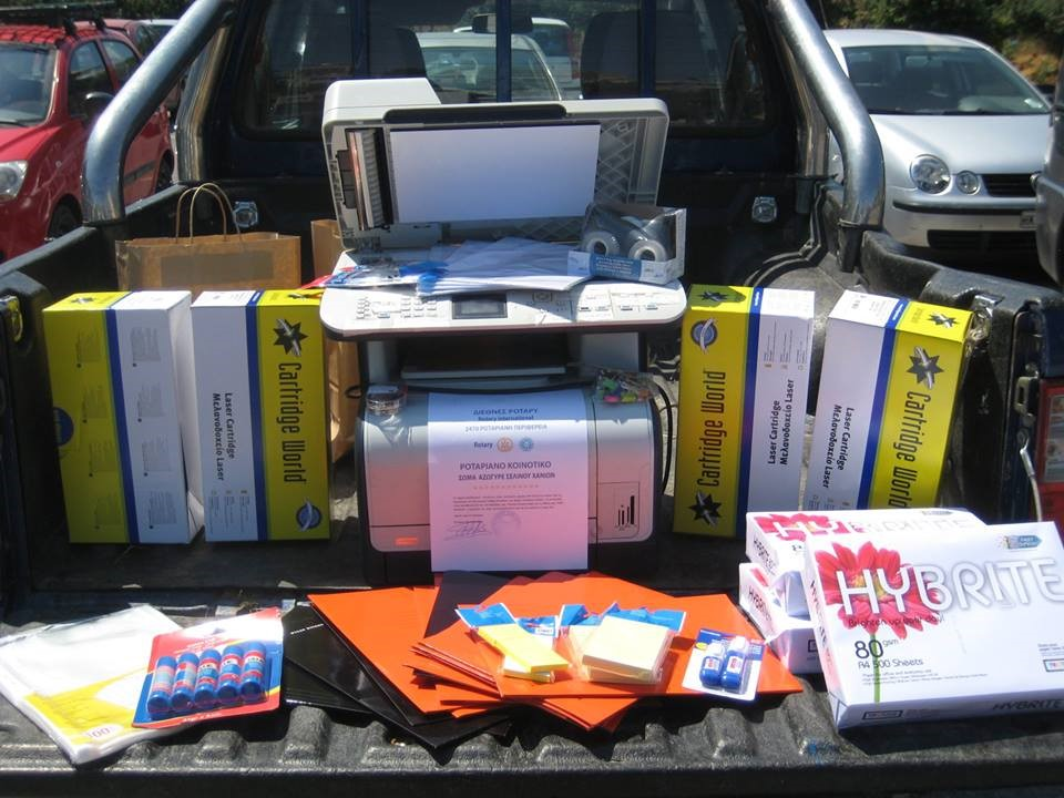 RCC of Chania Rotary Club's donates supplies to the local police station