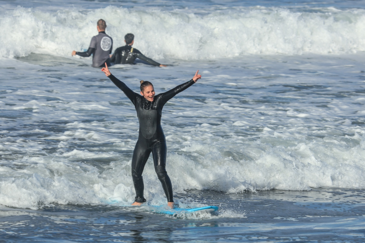 Rotaractors hit the waves with the Surfers Unite Rotarian Fellowship
