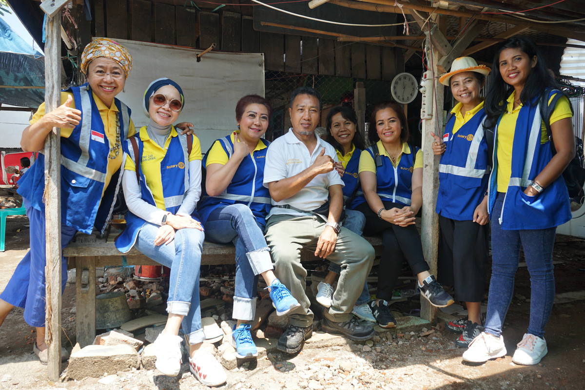 Ace Robbins with members of the Rotary Club of Mataram Lombok