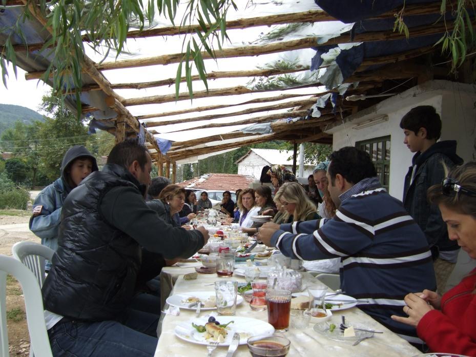 Ladies having breakfast together with club members.