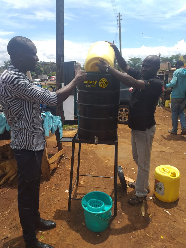 During the COVID-19 pandemic, members of Rotary clubs in D9212 in Kenya established an emergency support team to distribute water stations to communities and informal settlements across the country for sanitary handwashing and other needs. Funding was provided through donations from Rotarians and friends of Rotary. March-April 2020.